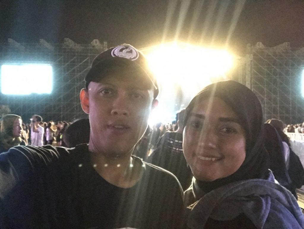 Foto berdua usai konser